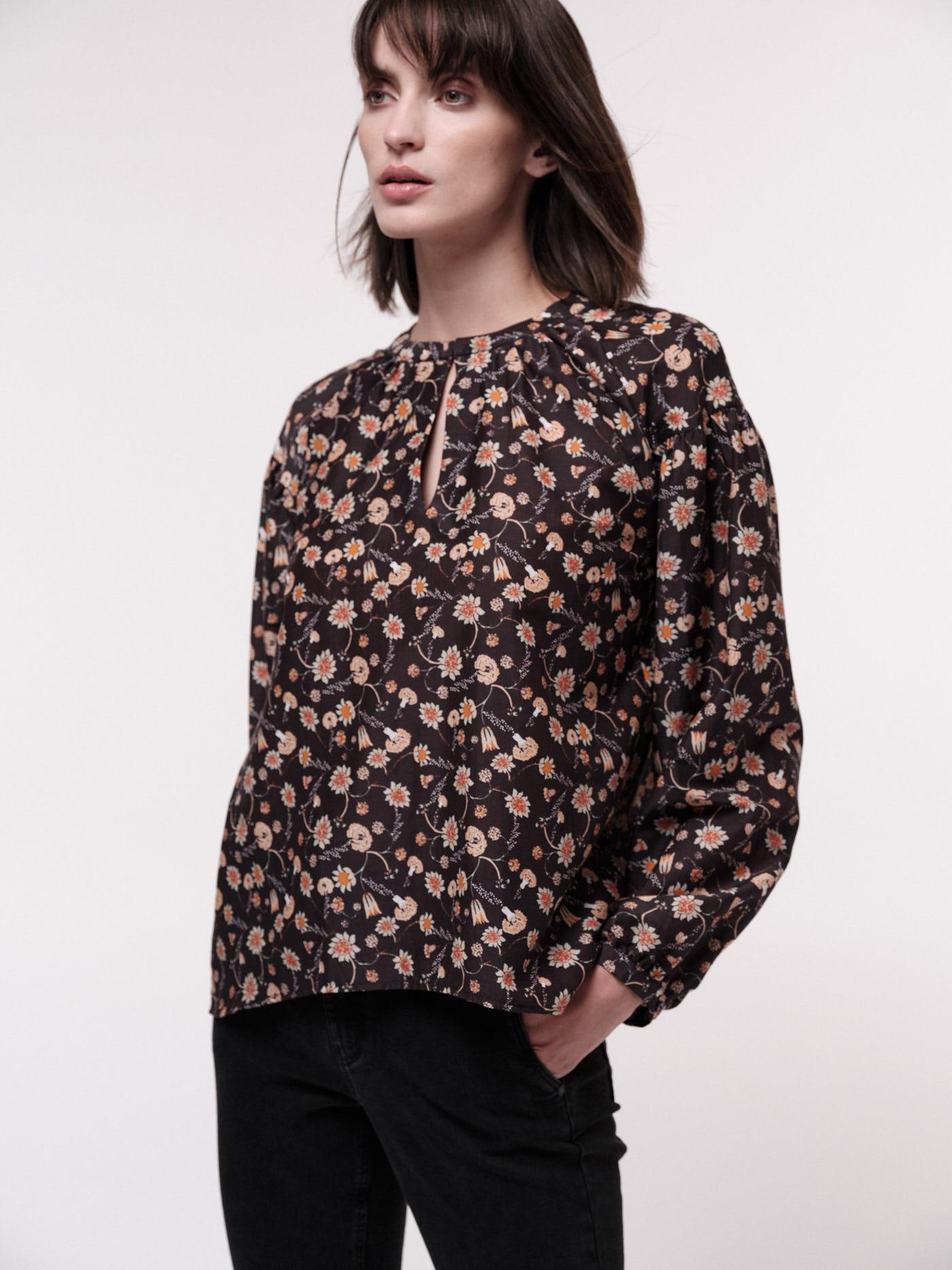 Gemusterte Bluse für Damen print botanic garden black mit Seide