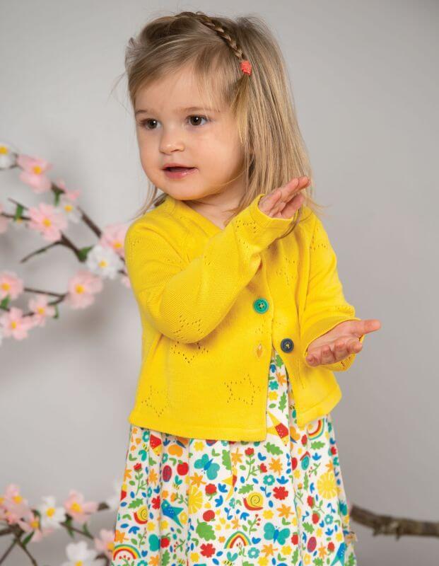 Gelbe Mädchen-Strickjacke mit Sternchen