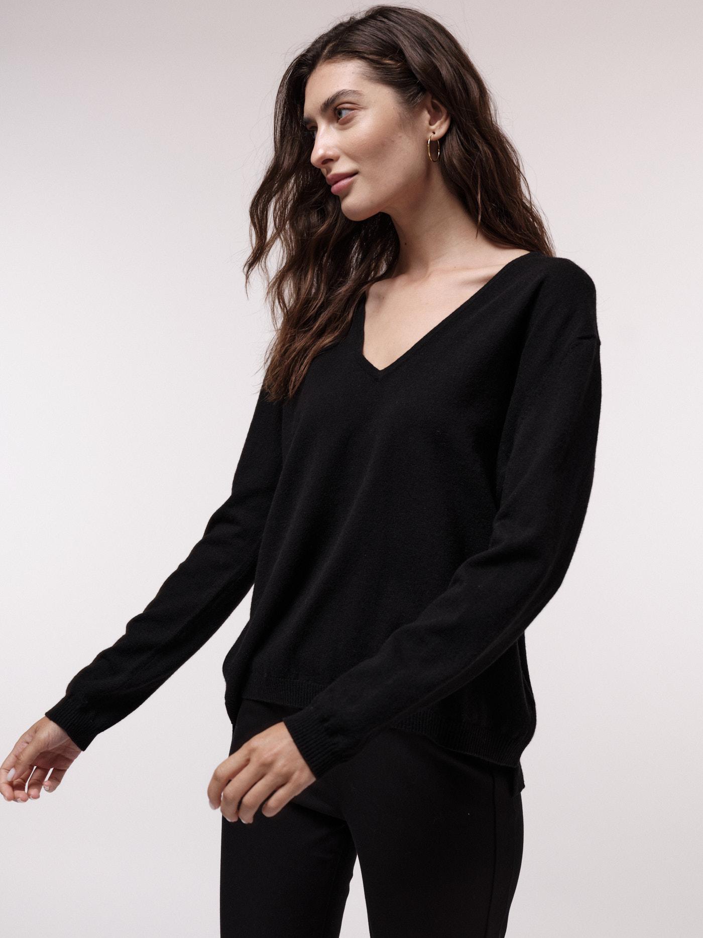 Damen-Pullover mit V-Ausschnitt black mit Wolle