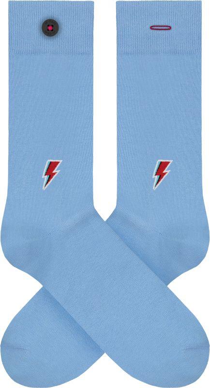 Hellblaue Socken mit Blitz-Stickerei
